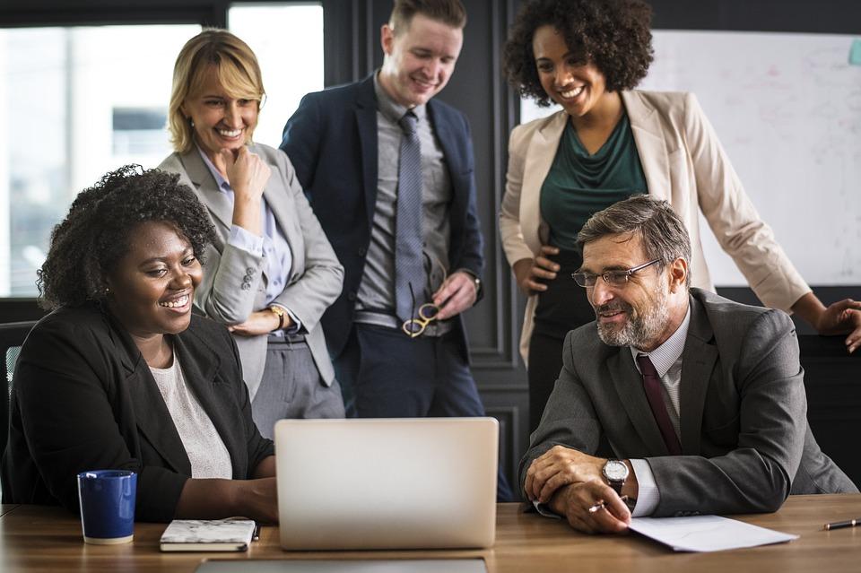 analyzing-people-business
